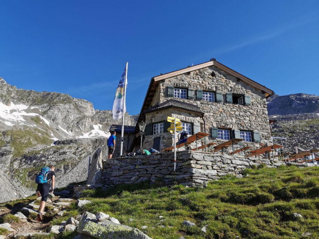 Das ist die Hütte in den Zillertaler Alpen - direkt am Berliner Höhenweg