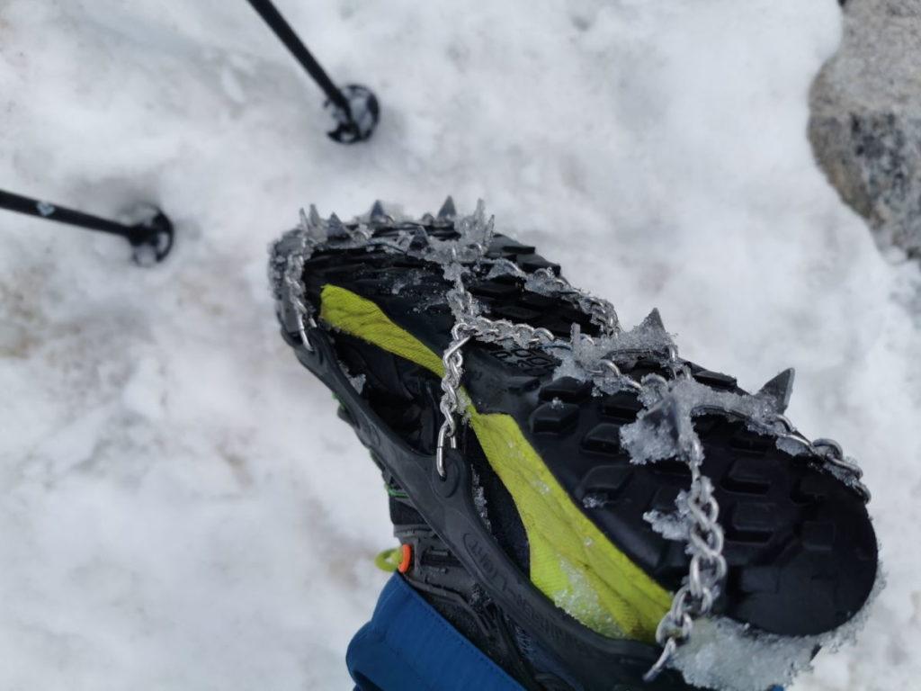 Guter Grip im Schnee dank der Grödel