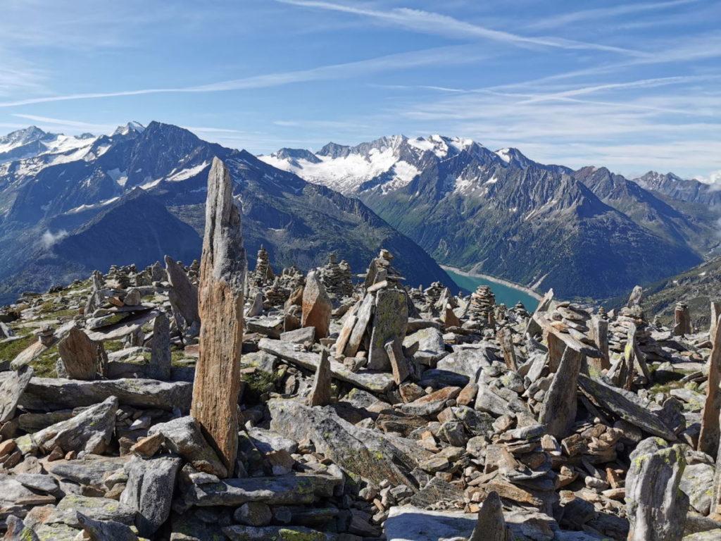 Steinmännchen über Steinmännchen - am Petersköpfl in den Zillertaler Alpen