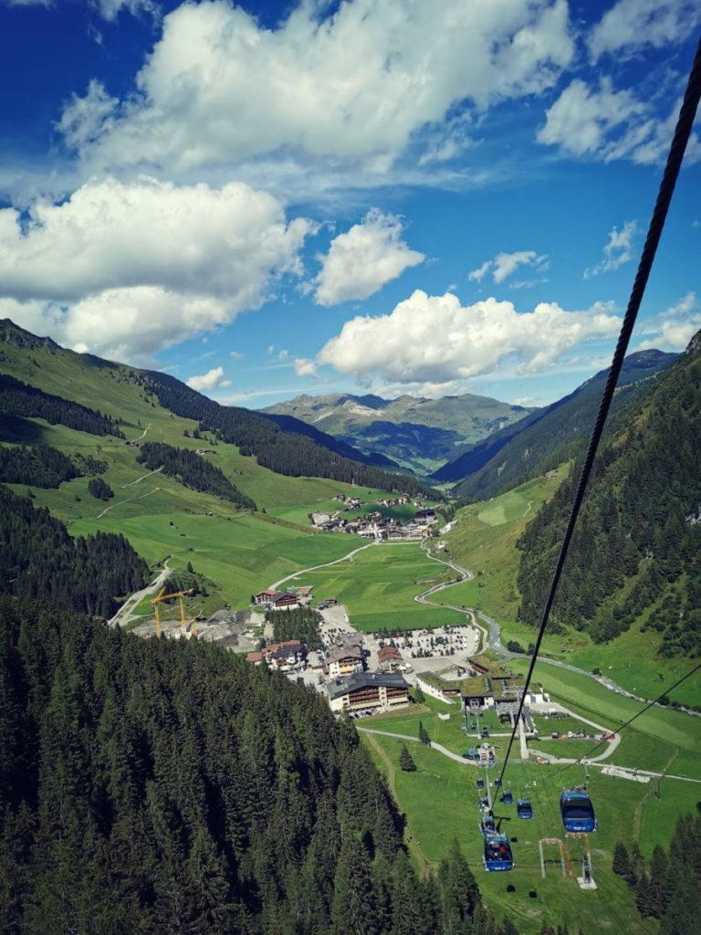 Aus Hintertux geht´s mit der Gondel Richtung Gletscher