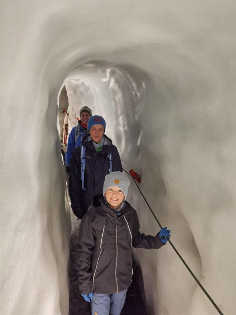 Durch diese Gänge kommen wir im Hintertuxer Gletscher in den Natur Eispalast