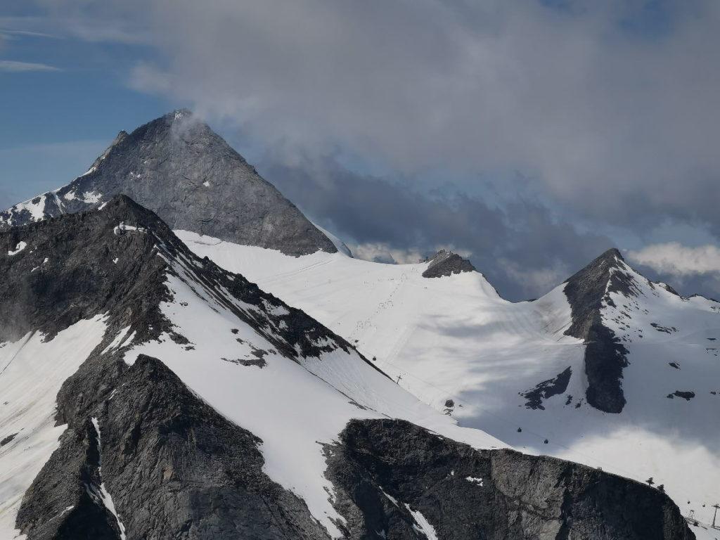 """Der Blick vom Gipfel """"Hoher Riffler"""" zum Olperer - siehst du die Liftseile mit den kleinen Gondeln?"""