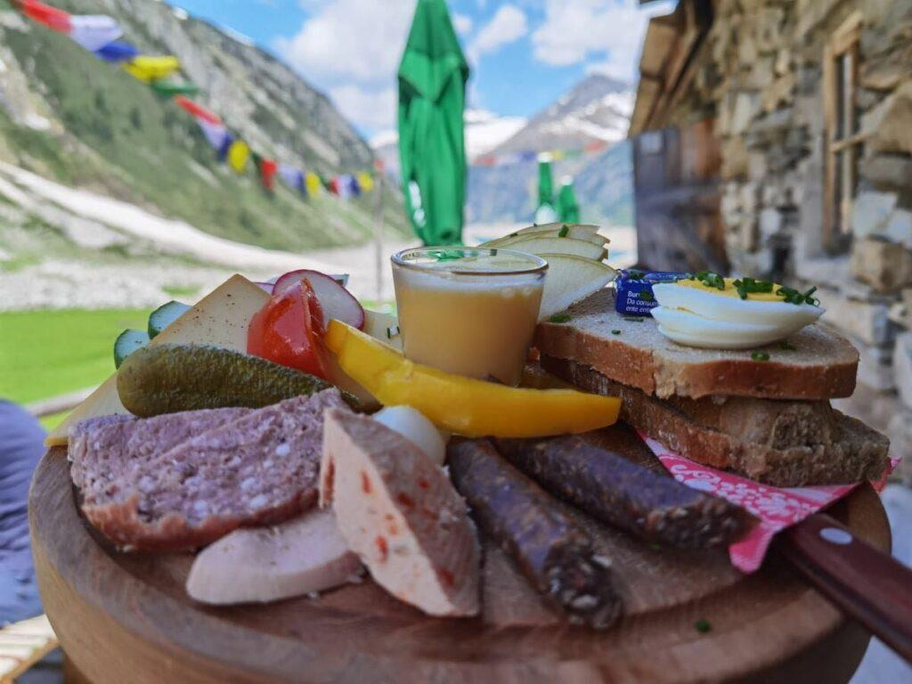 Klein Tibet Zillertal - mit Einkehr auf eine Tibet-Brotzeitplatte
