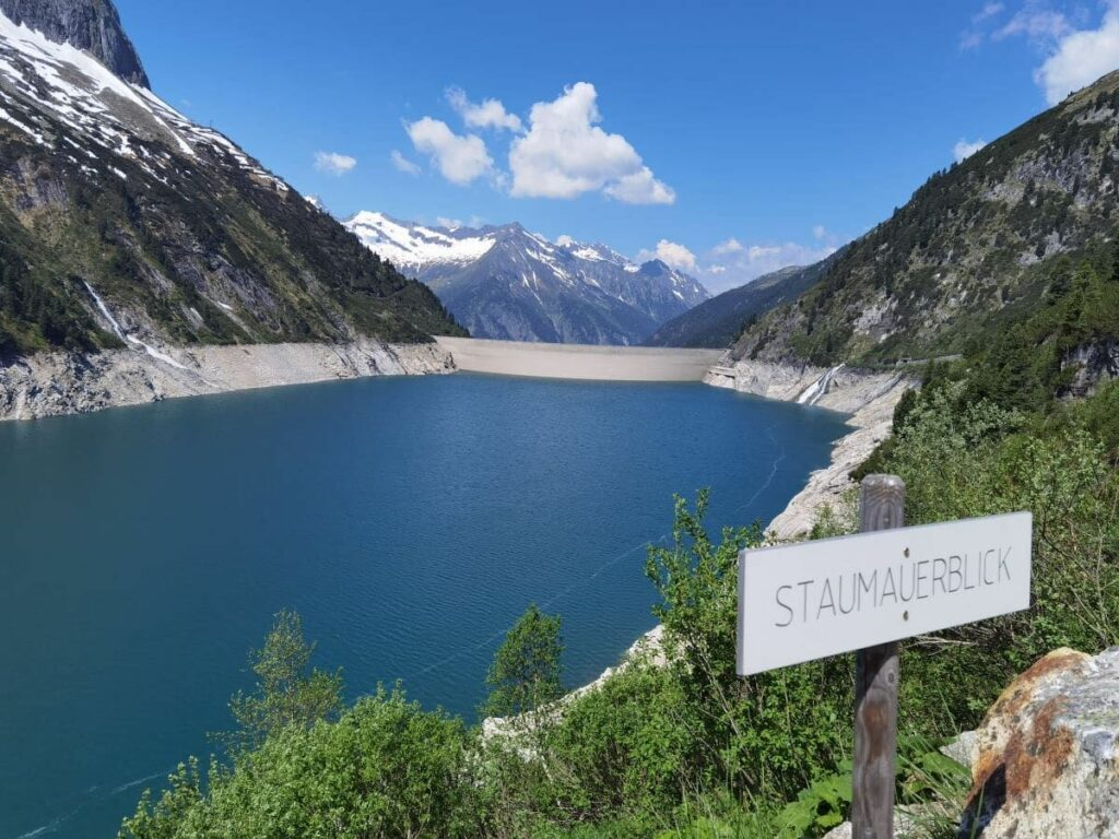 Einer der Stauseen im Zillertal - beeindruckende Bauwerke mit Schutzfunktion und Freizeiterlebnis