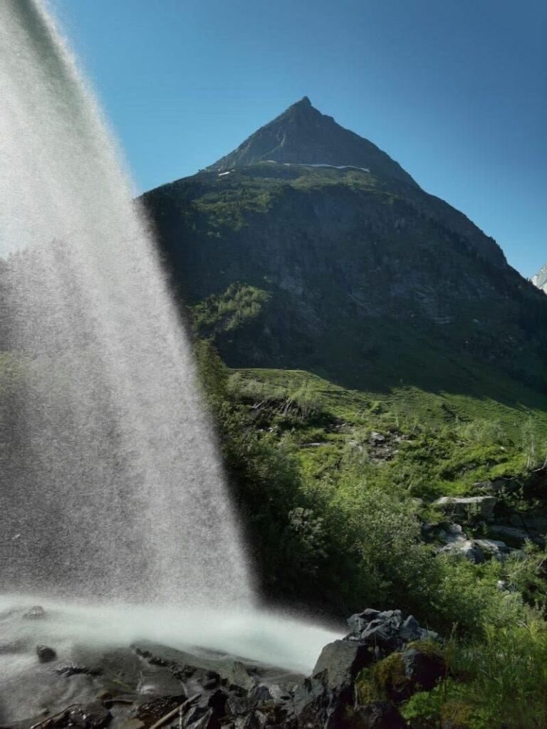 Beeindruckende Natur im Zillergrund - mit vielen imposanten Wasserfällen und Bergen