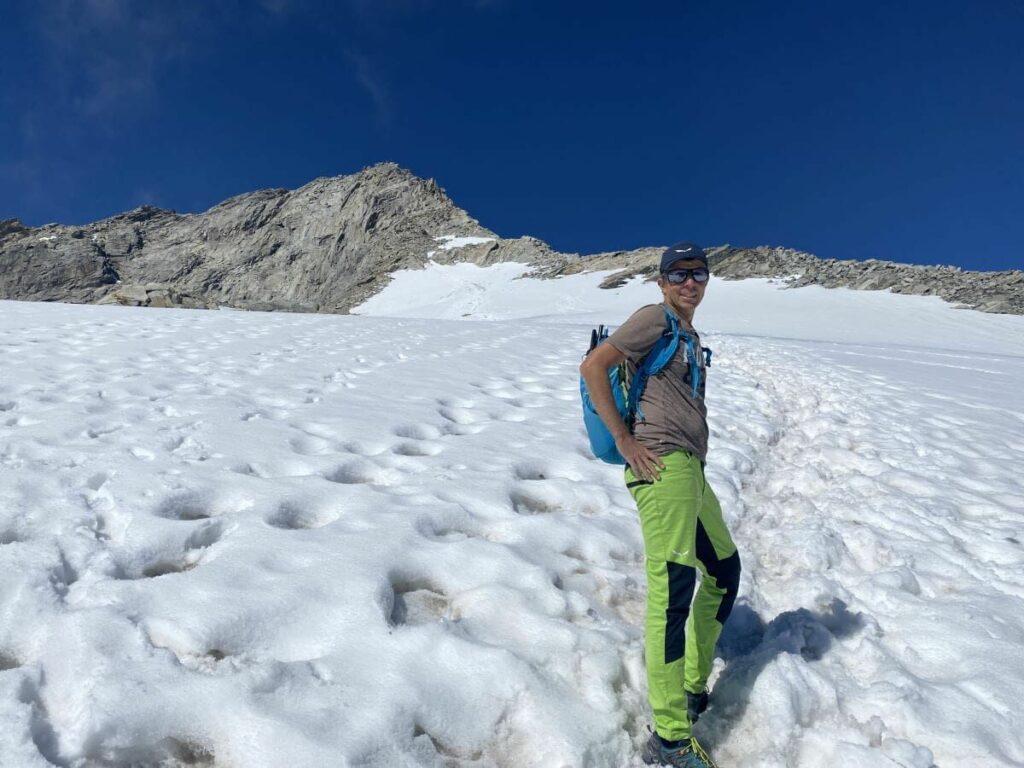 Olperer Aufstieg durch das Schneefeld, links oben im Bild ist der Gipfel zu sehen