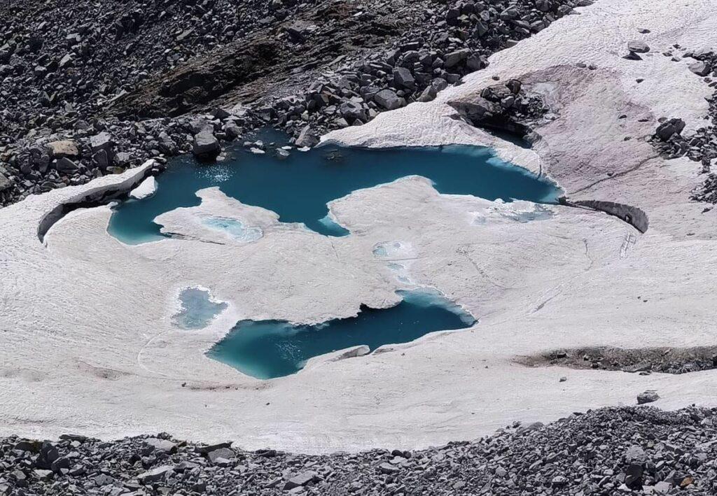 Gletscherseen unterhalb vom Olperer Gipfel
